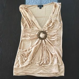 🎉(5 for $8) Gold Bebe top